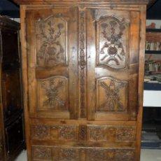 Antigüedades: ESPECTACULAR ARMARIO SIGLO XVIII, TALLADO A MANO, VER FOTOS Y DESCRIPCION, PRECIOSO. NOGAL. Lote 113155607