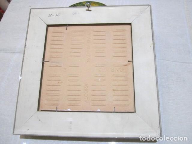 Antigüedades: Azulejo de Alcora enmarcado. 14 x 14 cms. Marco: 23 x 23 cms. - Foto 6 - 113159091
