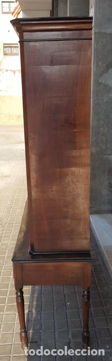 Antigüedades: LIBRERÍA. ESTILO ISABELINA. MADERA DE NOGAL. ESPAÑA. SIGLO XIX. - Foto 5 - 113176723