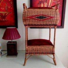 Antigüedades: GRAN COSTURERO DE PIE DE ORIGEN HOLANDES - ALTURA 90 CM. Lote 113192975
