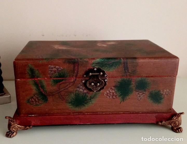 Antigüedades: GRAN CAJA DE MADERA PINTADA A MANO CON FLORES Y AVES - 40 X 26 CM - Foto 2 - 113195071