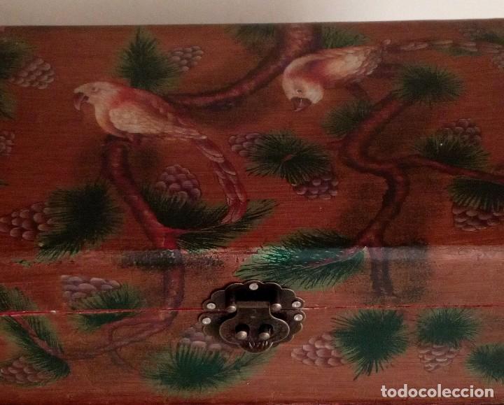 Antigüedades: GRAN CAJA DE MADERA PINTADA A MANO CON FLORES Y AVES - 40 X 26 CM - Foto 3 - 113195071