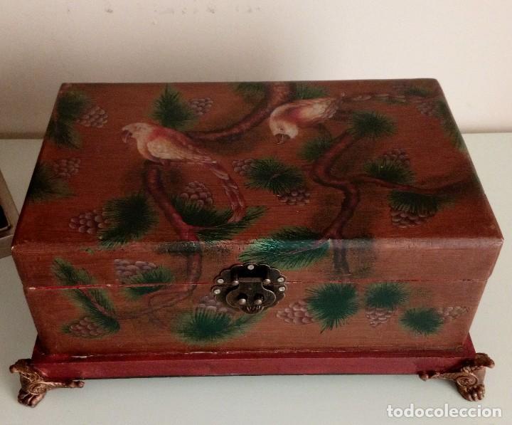 Antigüedades: GRAN CAJA DE MADERA PINTADA A MANO CON FLORES Y AVES - 40 X 26 CM - Foto 4 - 113195071