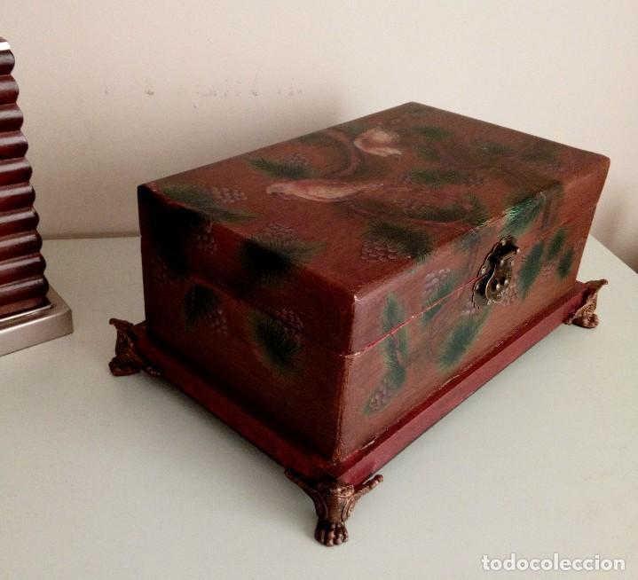 Antigüedades: GRAN CAJA DE MADERA PINTADA A MANO CON FLORES Y AVES - 40 X 26 CM - Foto 5 - 113195071