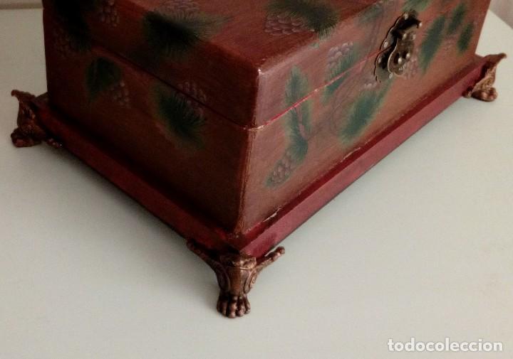 Antigüedades: GRAN CAJA DE MADERA PINTADA A MANO CON FLORES Y AVES - 40 X 26 CM - Foto 6 - 113195071