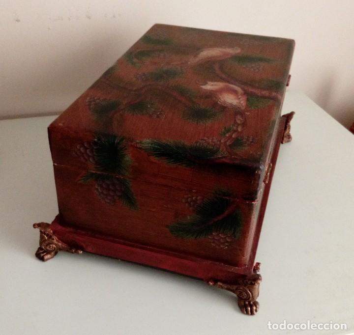Antigüedades: GRAN CAJA DE MADERA PINTADA A MANO CON FLORES Y AVES - 40 X 26 CM - Foto 8 - 113195071