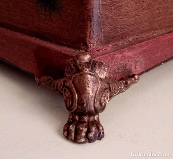 Antigüedades: GRAN CAJA DE MADERA PINTADA A MANO CON FLORES Y AVES - 40 X 26 CM - Foto 13 - 113195071