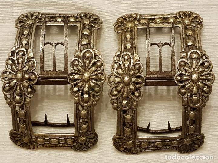 Antigüedades: Pareja de hebillas de plata para zapatos. Siglo XVIII - Foto 2 - 113209659
