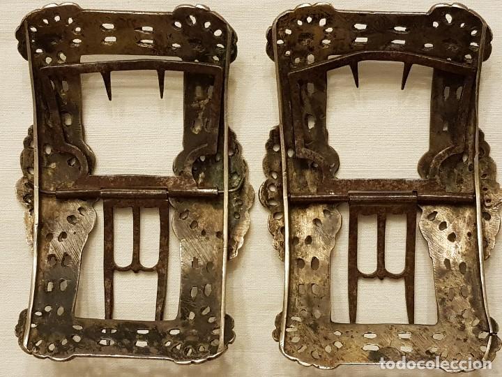 Antigüedades: Pareja de hebillas de plata para zapatos. Siglo XVIII - Foto 3 - 113209659