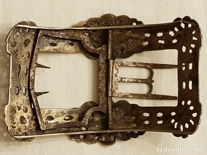 Antigüedades: Pareja de hebillas de plata para zapatos. Siglo XVIII - Foto 5 - 113209659