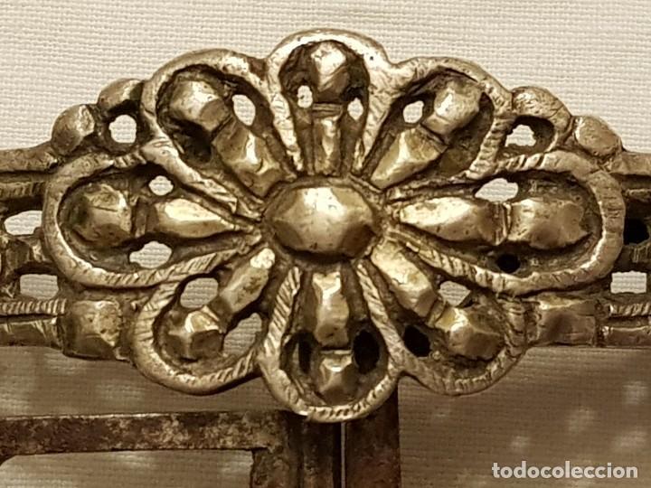 Antigüedades: Pareja de hebillas de plata para zapatos. Siglo XVIII - Foto 6 - 113209659