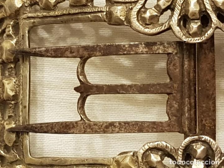 Antigüedades: Pareja de hebillas de plata para zapatos. Siglo XVIII - Foto 7 - 113209659