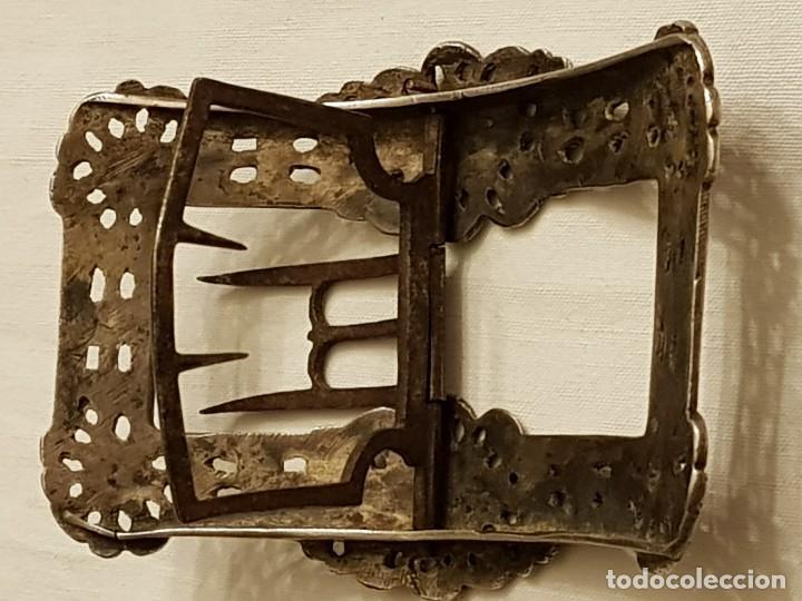 Antigüedades: Pareja de hebillas de plata para zapatos. Siglo XVIII - Foto 8 - 113209659