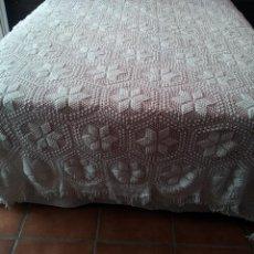 Antigüedades: COLCHA DE GANCHILLO HECHA A MANO DE CAMA GRANDE 280X200 CM - HILO TRIDALIA DEL 5. Lote 119056319