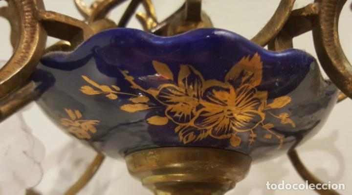 Antigüedades: lámpara pequeña de bronce,techo, porcelana azul con dorados y lágrimas, Muy coqueta - Foto 3 - 113223959