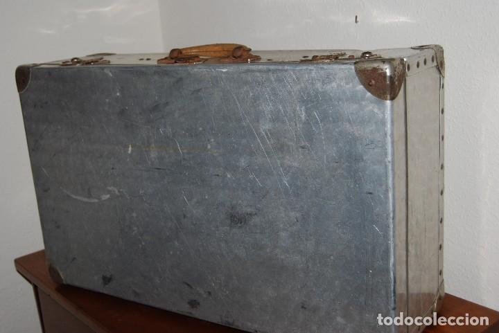 Antigüedades: ORIGINAL MALETA DE METAL - FRANCIA - AÑOS 40 - Foto 9 - 113224447