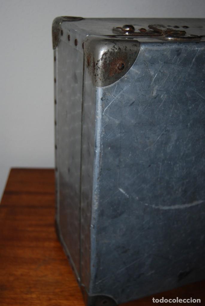 Antigüedades: ORIGINAL MALETA DE METAL - FRANCIA - AÑOS 40 - Foto 10 - 113224447