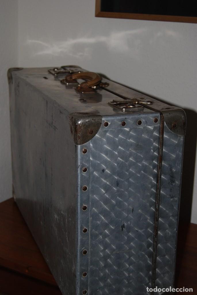Antigüedades: ORIGINAL MALETA DE METAL - FRANCIA - AÑOS 40 - Foto 17 - 113224447