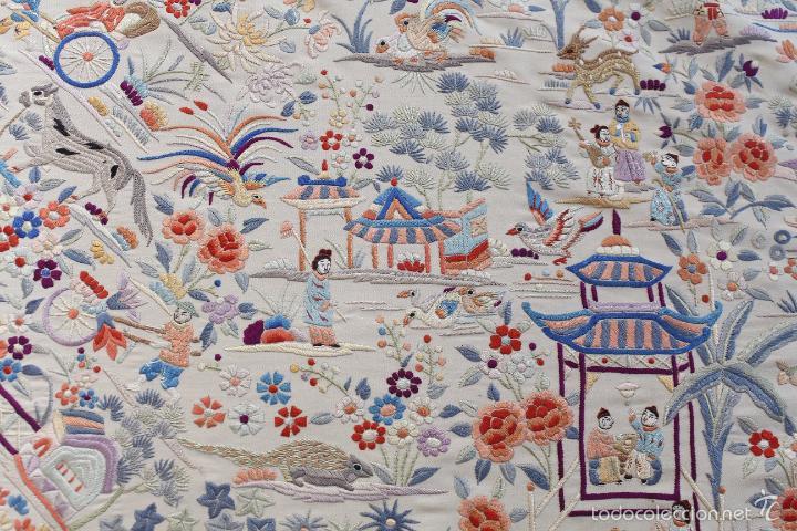 Antigüedades: Mantón de Manila de seda natural bordado a mano antiguo y muy bien conservado. (M.ANT-14) - Foto 4 - 57749439