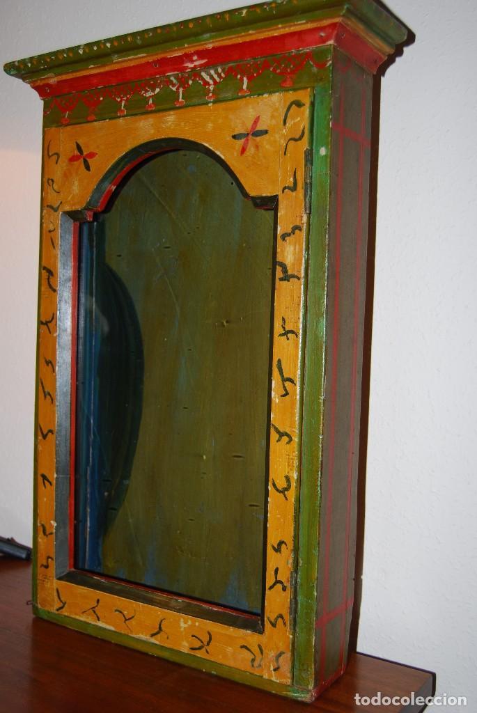 Antigüedades: PRECIOSA VITRINA DE MADERA POLICROMADA PARA IMAGEN RELIGIOSA - GUIRNALDA DE FLORES DE PAPEL - C.1900 - Foto 8 - 113230503