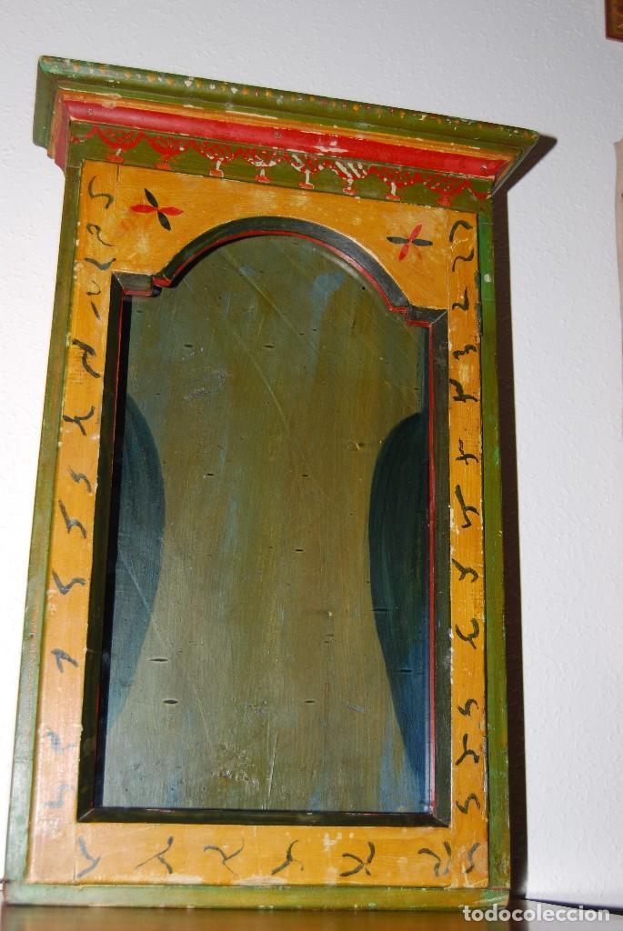 Antigüedades: PRECIOSA VITRINA DE MADERA POLICROMADA PARA IMAGEN RELIGIOSA - GUIRNALDA DE FLORES DE PAPEL - C.1900 - Foto 9 - 113230503