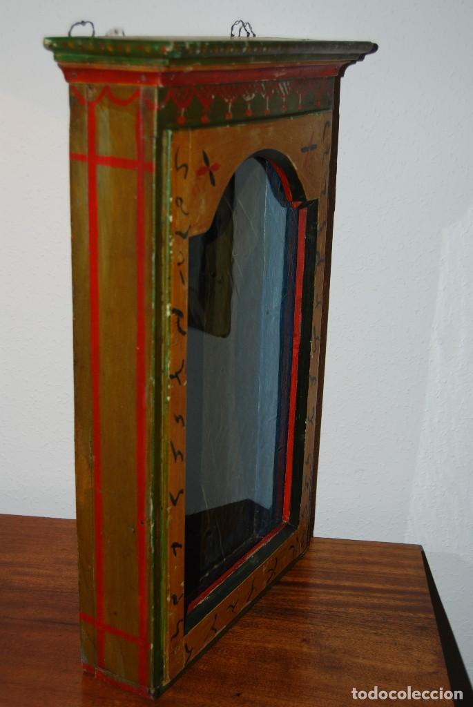 Antigüedades: PRECIOSA VITRINA DE MADERA POLICROMADA PARA IMAGEN RELIGIOSA - GUIRNALDA DE FLORES DE PAPEL - C.1900 - Foto 10 - 113230503