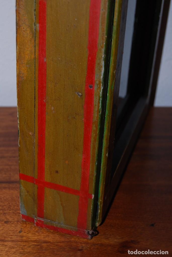 Antigüedades: PRECIOSA VITRINA DE MADERA POLICROMADA PARA IMAGEN RELIGIOSA - GUIRNALDA DE FLORES DE PAPEL - C.1900 - Foto 11 - 113230503
