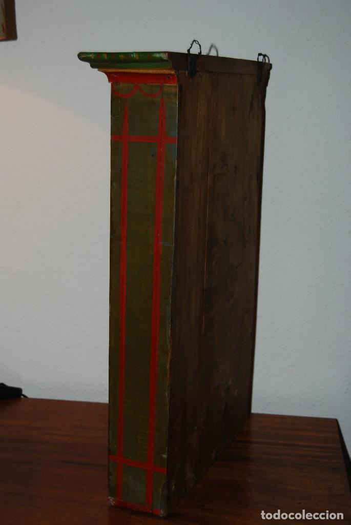 Antigüedades: PRECIOSA VITRINA DE MADERA POLICROMADA PARA IMAGEN RELIGIOSA - GUIRNALDA DE FLORES DE PAPEL - C.1900 - Foto 20 - 113230503