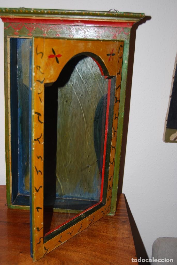Antigüedades: PRECIOSA VITRINA DE MADERA POLICROMADA PARA IMAGEN RELIGIOSA - GUIRNALDA DE FLORES DE PAPEL - C.1900 - Foto 21 - 113230503