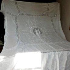 Antigüedades: T3 COLCHA 1900 DE BATISTA Y TELA DE MALLA, REALCE. . Lote 113251111