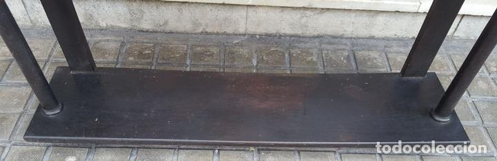 Antigüedades: ESTANTERÍA. ESTILO ISABELINA. MADERA MACIZA DE NOGAL. ESPAÑA. SIGLO XIX. - Foto 4 - 113253571