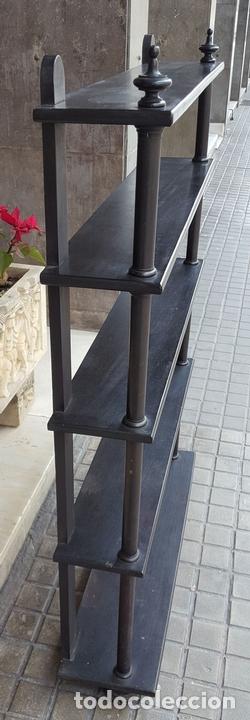 Antigüedades: ESTANTERÍA. ESTILO ISABELINA. MADERA MACIZA DE NOGAL. ESPAÑA. SIGLO XIX. - Foto 5 - 113253571