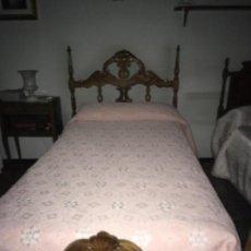 Antigüedades: CAMA CON CABECERO Y PIECERO DE MADERA DE OLIVO. Lote 113264531