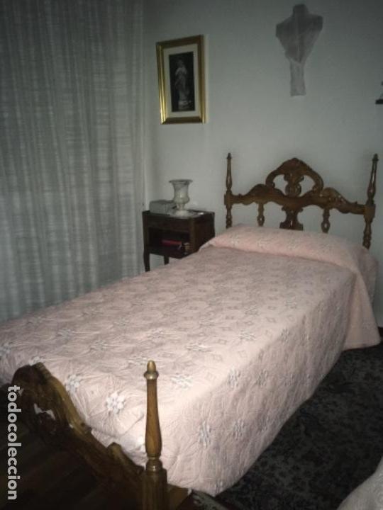 Antigüedades: CAMA CON CABECERO Y PIECERO DE MADERA DE OLIVO - Foto 2 - 113264531
