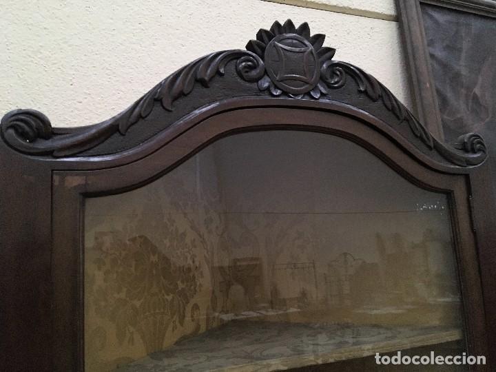 Antigüedades: VITRINA ESQUINERO PRINCIPIOS S.XX - Foto 2 - 113308327