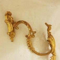 Antiquitäten - Alzapaños-percha de bronce dorado. Francia. Marcado DEP. MUSTER. Estilo rococó. Siglo XIX - 113318983