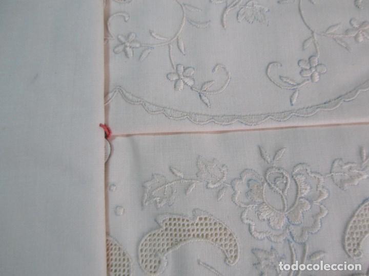 Antigüedades: Juego de cama 135 cm Sin estrenar Bordados de Joaquín Delclos Serra Barcelona Caja original - Foto 8 - 113361879
