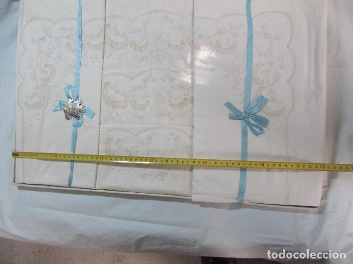 Antigüedades: Juego de cama 135 cm Sin estrenar Bordados de Joaquín Delclos Serra Barcelona Caja original - Foto 12 - 113361879