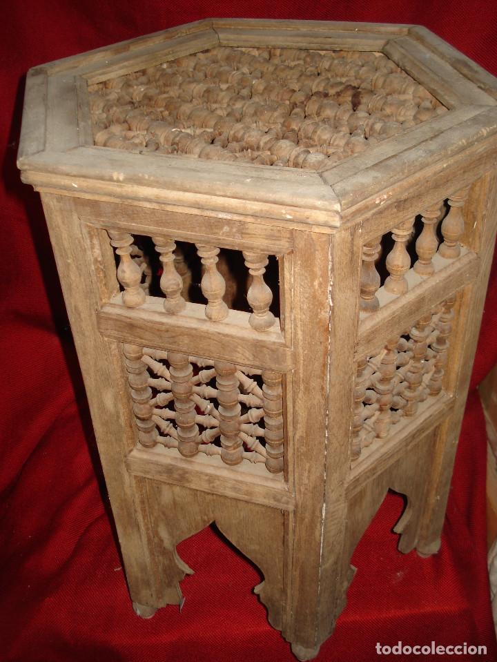 Antigüedades: ANTIGUA MESA DE MADERA EXAGONAL CON ADORNO EN SU TOTALIDAD - Foto 2 - 113370515