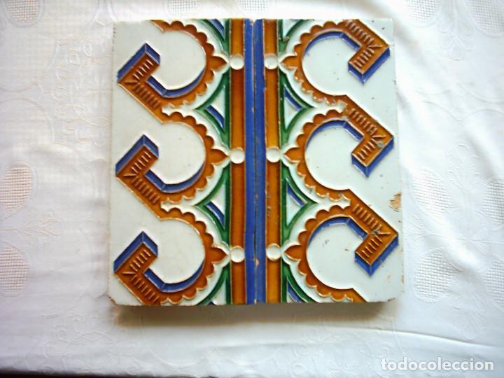 PAREJA DE AZULEJOS DE ARISTA. PICKMAN Y CIA. LA CARTUJA. SEVILLA. SIGLO XIX. 25 X 25 CM. (Antigüedades - Porcelanas y Cerámicas - Azulejos)