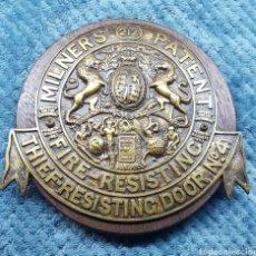 Antigüedades: PLACA ORIGINAL DE ARCA DE CAUDALES INGLESA, EN BRONCE, FINALES S.XIX. Lote 113407883