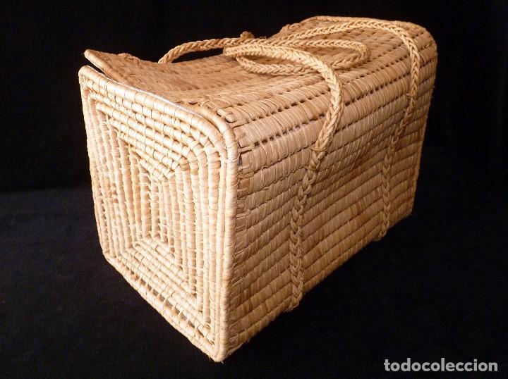 Antigüedades: ANTIGUA CESTA O BOLSO CON ASAS DE MIMBRE, FORRADO EN INTERIOR. AÑOS 70. NUEVA - Foto 6 - 113429755