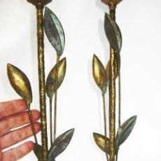 Antigüedades: MUY RARAS LAMPARAS ANTIGUAS EN HIERO FORJA DORADA PAN DE ORO TIPO FERRO ART MIDCENTURY ESPAÑOL. Lote 113461567