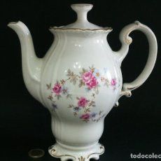 Antigüedades: FINA TETERA CAFETERA DE PORCELANA ELEGANTE. Lote 113492527