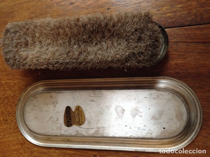 Antigüedades: Lote de cepillos ,brocha y polvera de madera, cristal y alpaca Alpadur - Foto 8 - 113502862