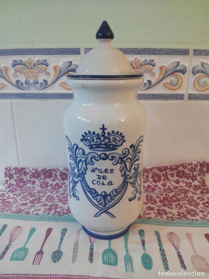 CERAMICA DE TALAVERA - TARRO ALBARELO FARMACIA NUEZ DE COLA - ORIGINAL Y FIRMADO AUTOR (Antigüedades - Porcelanas y Cerámicas - Talavera)