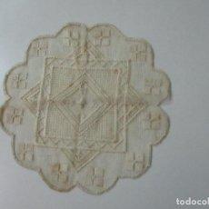 Antigüedades: ANTIGUO TAPETE BORDADO A LA AGUJA - MUY BUEN ESTADO. Lote 113557335