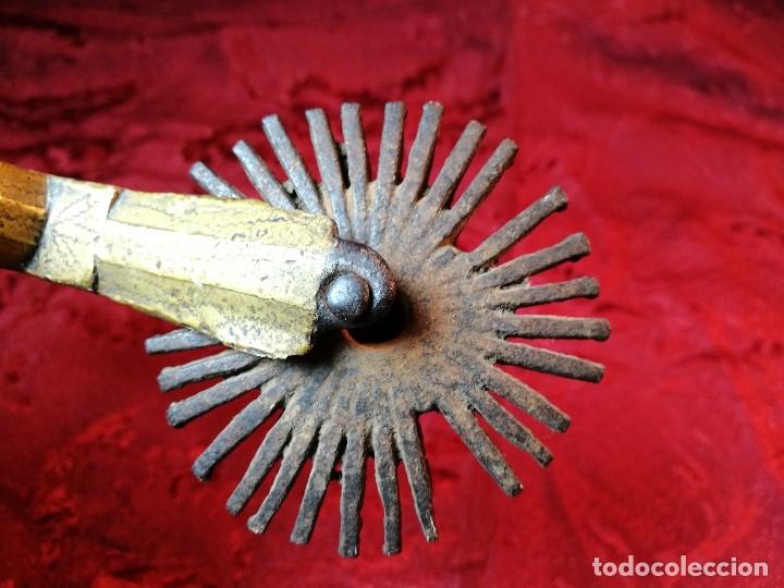 Antigüedades: ESPUELA DAMASQUINADO DE PLATA SOBRE HIERRO. CIRCA SIGLO XIX - Foto 33 - 113568287