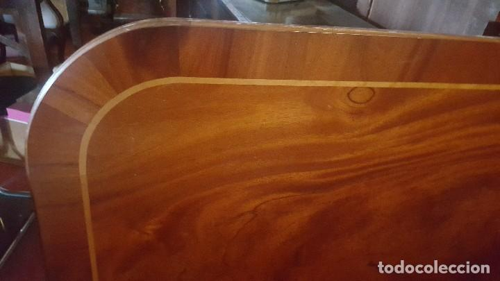 Antigüedades: Mesa de comedor de madera con tablero haciendo aguas. - Foto 2 - 113595719