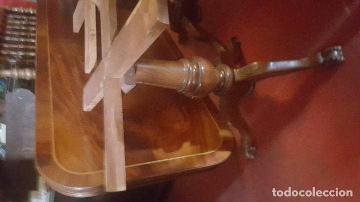 Antigüedades: Mesa de comedor de madera con tablero haciendo aguas. - Foto 3 - 113595719